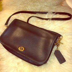 100% authentic Vintage Coach Leather shoulder bag